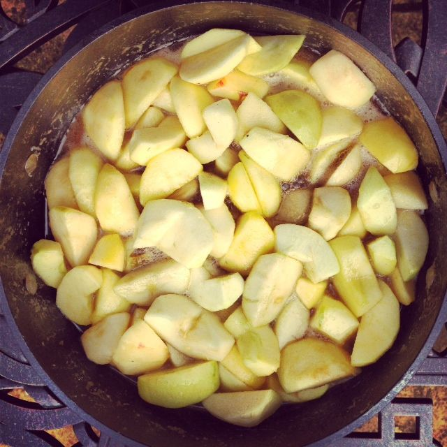 Place peeled, cored and sliced apples in pan with the carmel mixture.