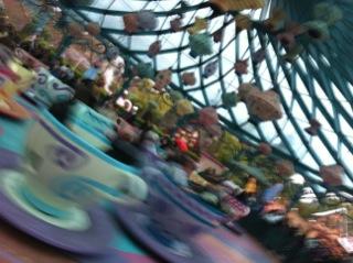 Disneyland_paris_mad_hatters_tea_cups2