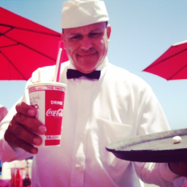Could there be anything better than lunch at Ruby's at the very tip of the Balboa Pier? Don't even think of ordering anything other than a classic burger and chocolate shake! @newportbeach @rubysdiner