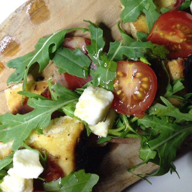 Our favourite starter at L'Italiano: Struzzichino alla Bresola, garlic bread, rocket, cherry tomatoes, boccocini and bresaola
