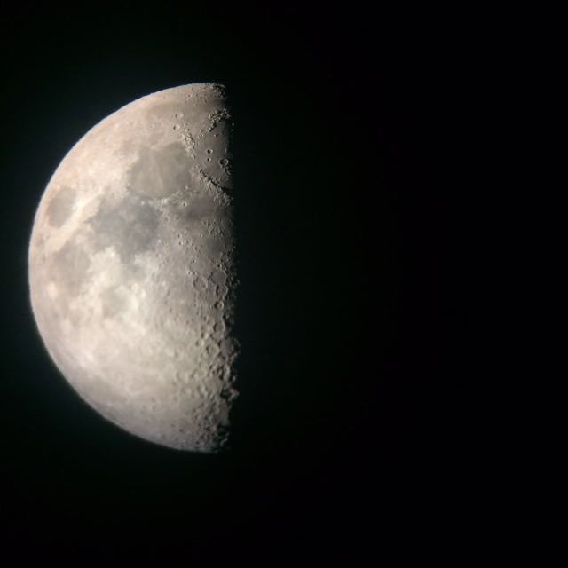 I took this picture of the moon on my iPhone! I had the help of an 8-lens telescope and a very knowledgable instructor. Star gazing is part of the Fairmont Kea Lani summer programme